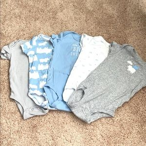 Carters baby onsies size 9 months